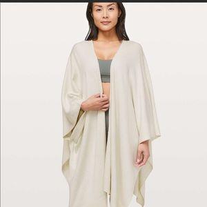 Lululemon Feel to coat wrap